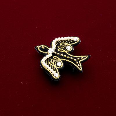 金と銀の刺しゅう 鳥のブローチ